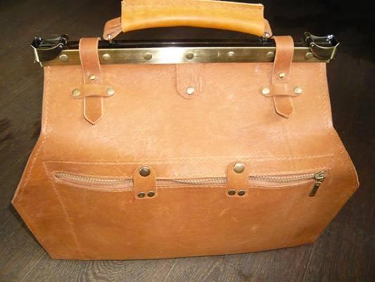 Кожаные саквояжи, портфели, рюкзаки