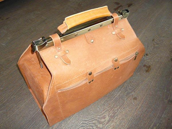 Саквояжи, портфели, рюкзаки, папки
