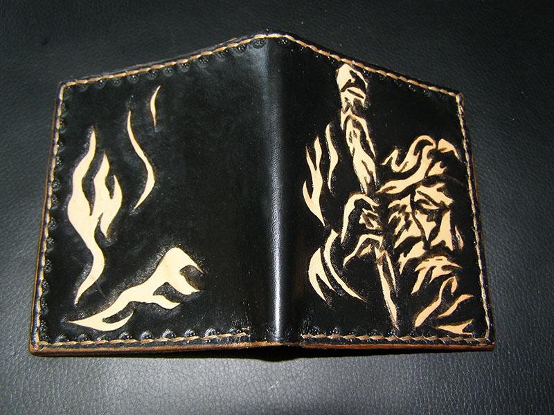Кожаный кошелек в развороте с изображением Сварога